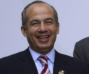 (FromL) Mexico's President Felipe Calderon, Portugal's President Anibal Cavaco Silva and Spain's Prime Minister Mariano Rajoy pose for a family photo as part of the XXII Ibero-American Summit of Head of States and Governments in Cadiz on November 17, 2012. AFP PHOTO/ PIERRE-PHILIPPE MARCOU
