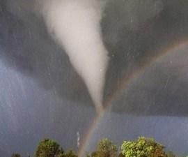 tornado_con_arcoiris_