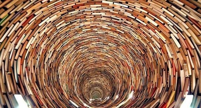torre-de-libros-01