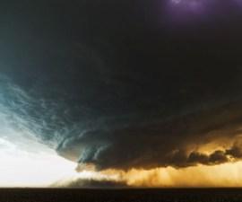 El-nacimiento-de-una-tormenta