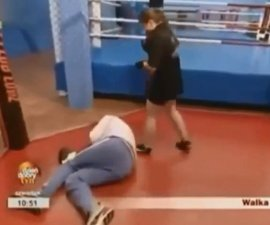 boxeadora ko a reportero