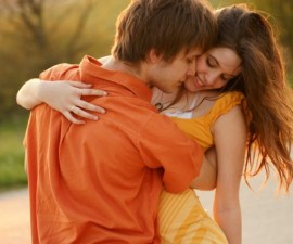 abrazo-enamorados