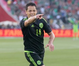 MAN. Los Angeles (United States), 29/03/2015.- Mexico's Javier Hernandez celebrates after scoring a goal during a friendly match against Ecuador at the Los Angeles Coliseum in Los Angeles, California, USA, 28 March 2015. (Futbol, Amistoso, Estados Unidos) EFE/EPA/ADAM DAVIS