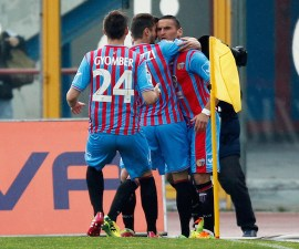 CATANIA, ITALY - APRIL 06:  Gonzalo Bergessio (R) of Catania celebrates after scoring the opening goal during the Serie A match between Calcio Catania and Torino FC at Stadio Angelo Massimino on April 6, 2014 in Catania, Italy.  (Photo by Maurizio Lagana/Getty Images)