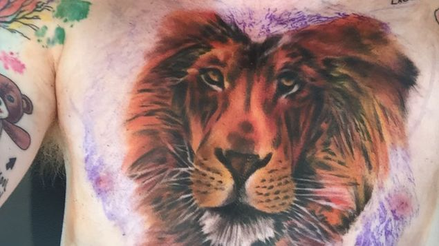 Ed-Sheeran-tatua-enorme-pecho_MEDIMA20150811_0164_24