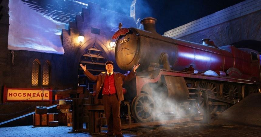 Hogwarts-Express-Conductor-WWoHP-at-USH