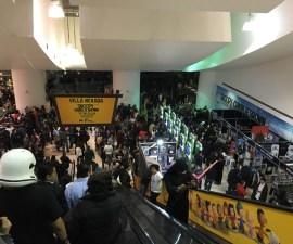 Star-Wars-The-Force-Awakens-Fans-Plaza-Universidad-15