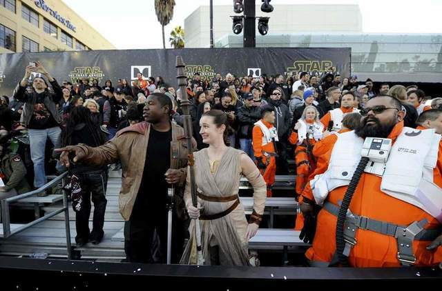 "Fans attend the premiere of ""Star Wars: The Force Awakens"" in Hollywood, California December 14, 2015. REUTERS/Kevork Djansezian"