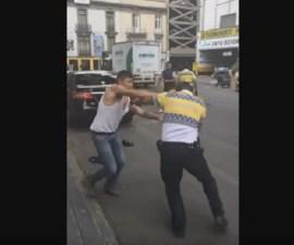 pelea policia