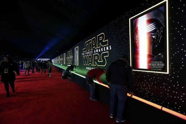 "Final preparations are carried out before arrivals begin at the world premiere of the film ""Star Wars: The Force Awakens"" in Hollywood, California, December 14, 2015. REUTERS/Mario Anzuoni"