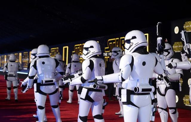 "Storm Troopers march in at the world premiere of the film ""Star Wars: The Force Awakens"" in Hollywood, California, December 14, 2015. REUTERS/Kevork Djansezian"