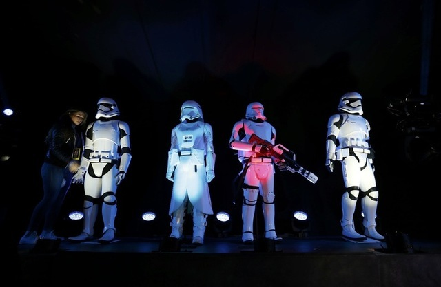 """Storm Troopers"" are seen at the world premiere of the film ""Star Wars: The Force Awakens"" in Hollywood, California, December 14, 2015. REUTERS/Mario Anzuoni"