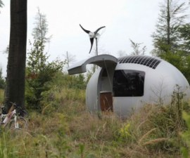 EcoCapsule-a-pod-that-lets-you-live-off-the-grid7-830x496
