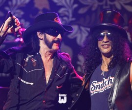 Lemmy Kilmister (L) and Slash perform at the 2nd annual Golden Gods awards in Los Angeles April 8, 2010.   REUTERS/Mario Anzuoni  (UNITED STATES - Tags: ENTERTAINMENT)