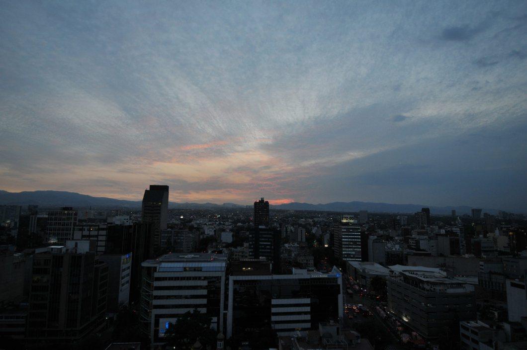 60315192. México, 15 Mar. 2016 (Notimex-Pedro Sánchez).- La Comisión Ambiental de la Megalópolis informó que se mantiene la fase de Precontingencia Ambiental Atmosférica por Ozono en la Zona Metropolitana del Valle de México, debido a la muy mala calidad del aire. NOTIMEX/FOTO/PEDRO SÁNCHEZ/PSM/WEA/CLIMA/NALES/EXTREMO *** Local Caption ***