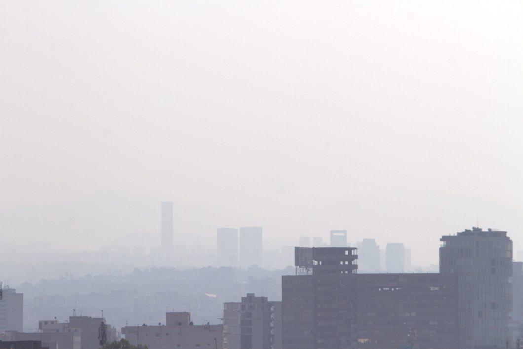 60405155. México, 5 Abr. 2016 (Notimex-Nicolás Tavira).- La Fase 1 de Contingencia entró en vigor esta tarde, durante el primer día de aplicación del programa Hoy No Circula temporal y actualizado, al alcanzar el nivel de ozono los 156 puntos Imeca en la zona suroeste del valle de México. NOTIMEX/FOTO/NICOLÁS TAVIRA/NTA/ENV/