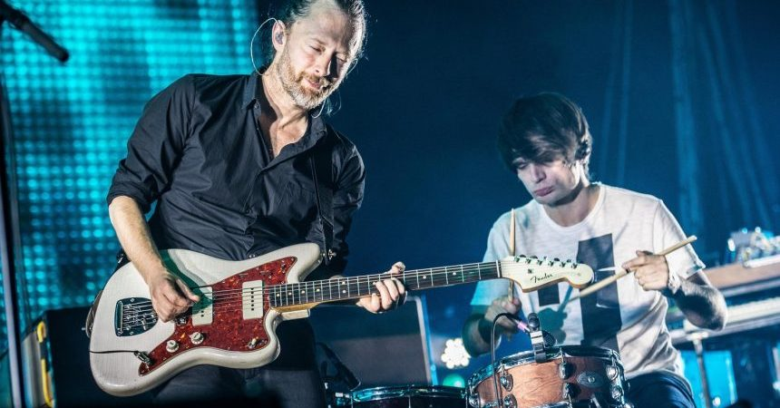 PARIS, FRANCE - OCTOBER 11: Thom Yorke and Jonny Greenwood from Radiohead perform at Palais Omnisports de Bercy on October 11, 2012 in Paris, France. (Photo by David Wolff - Patrick/WireImage)