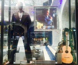 60627181.   Playa del Carmen, QRoo., 27 Jun. 2016 (Notimex-Armando Pereda).-  Más de 350 piezas y artículos que pertenecieron a Elvis Presley, Madonna, Prince, The Beatles, Elton John, Slash, Shakira, Fergie, Will.i.am y más celebridades, conforman la memorabilia del Hard Rock Hotel de la Riviera Maya. NOTIMEX/FOTO/ARMANDO PEREDA/COR/ACE/