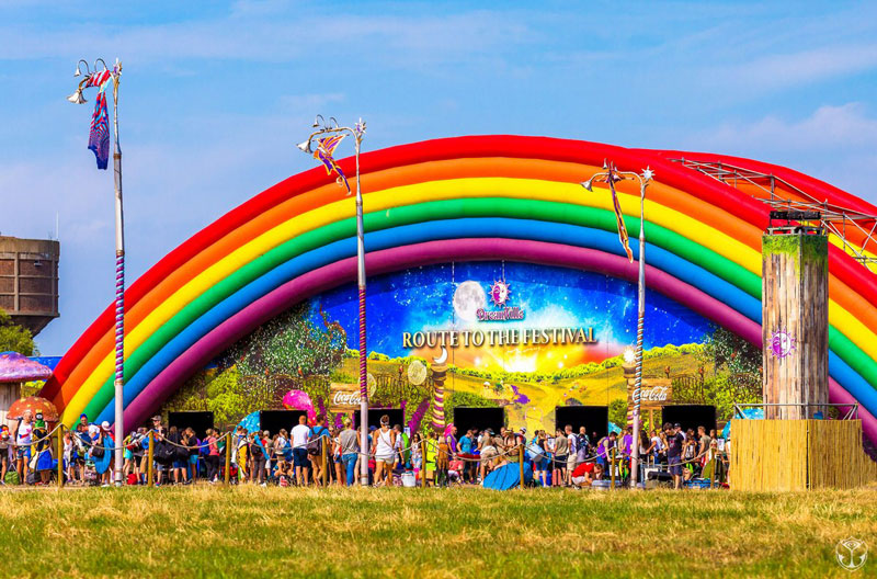 Tomorrowland-2016-Escenografia-Arcoiris-Entrada
