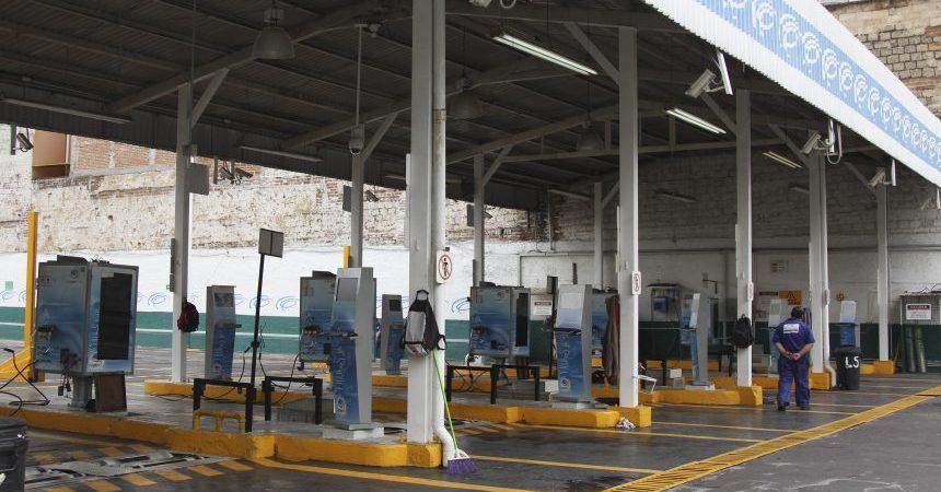 MÉXICO, D.F., 01JULIO2014.- Verificentros lucen vacios debido a que no hay hologramas 1 y 2 debido al nuevo sistema que implemento la Secretaria del Medio Ambiente. FOTO: SAÚL LÓPEZ /CUARTOSCURO.COM