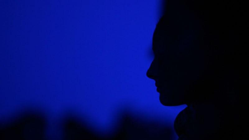 mujer-sombra-siueta-figura-tristeza