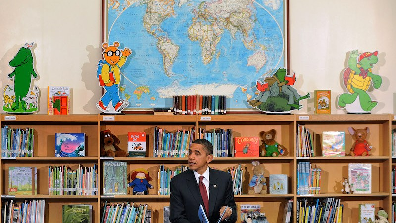 President Barack Obama reads books,including his new book ÒOf Thee I SingÓ  to approximately 90 2nd graders at Long Branch Elementary School in Arlington, Virginia. December 17 2010 in Washington DC.  Photo by Olivier Douliery/ ABACAUSA.com
