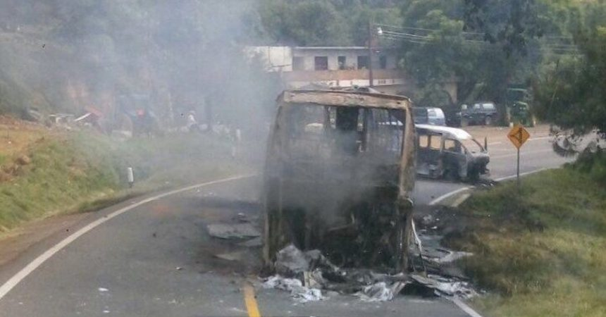michoacan-normalistas-queman-autobuses-vehiculos