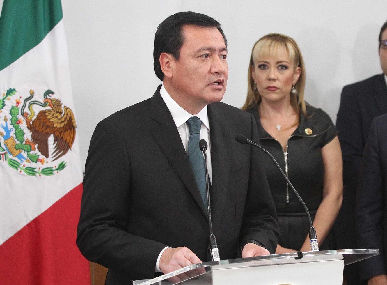 El Secretario de Gobernación, Miguel Ángel Osorio Chong, reconoce a funcionarios tras cambios en el gabinete