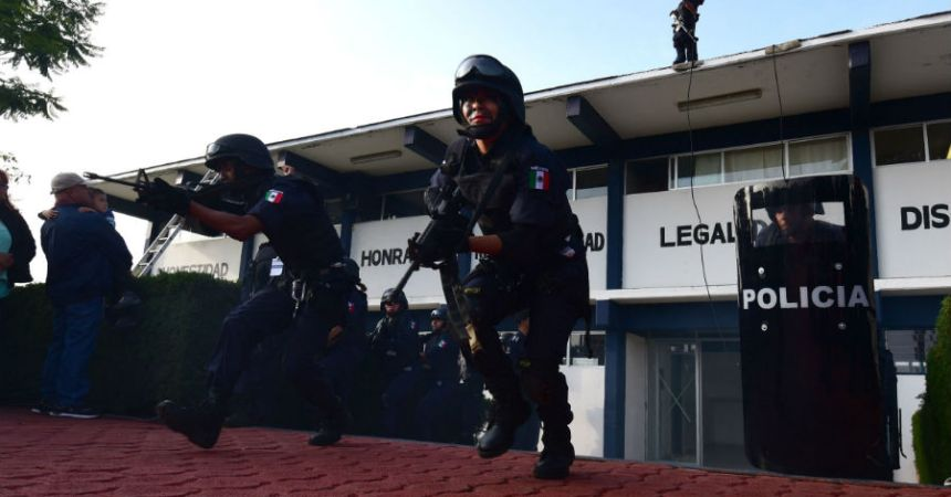 EL jefe policiaco de Chilchota fue detenido luego del arresto de 49 normalistas que incendiaron camiones