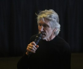 Roger Waters presentó el documental The Occupation of the American Mind en la Cineteca Nacional