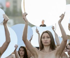 El fotógrafo Spencer Trunick se manifiesta en contra de Donald Trump