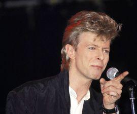 Escuchen una canción de David Bowie.