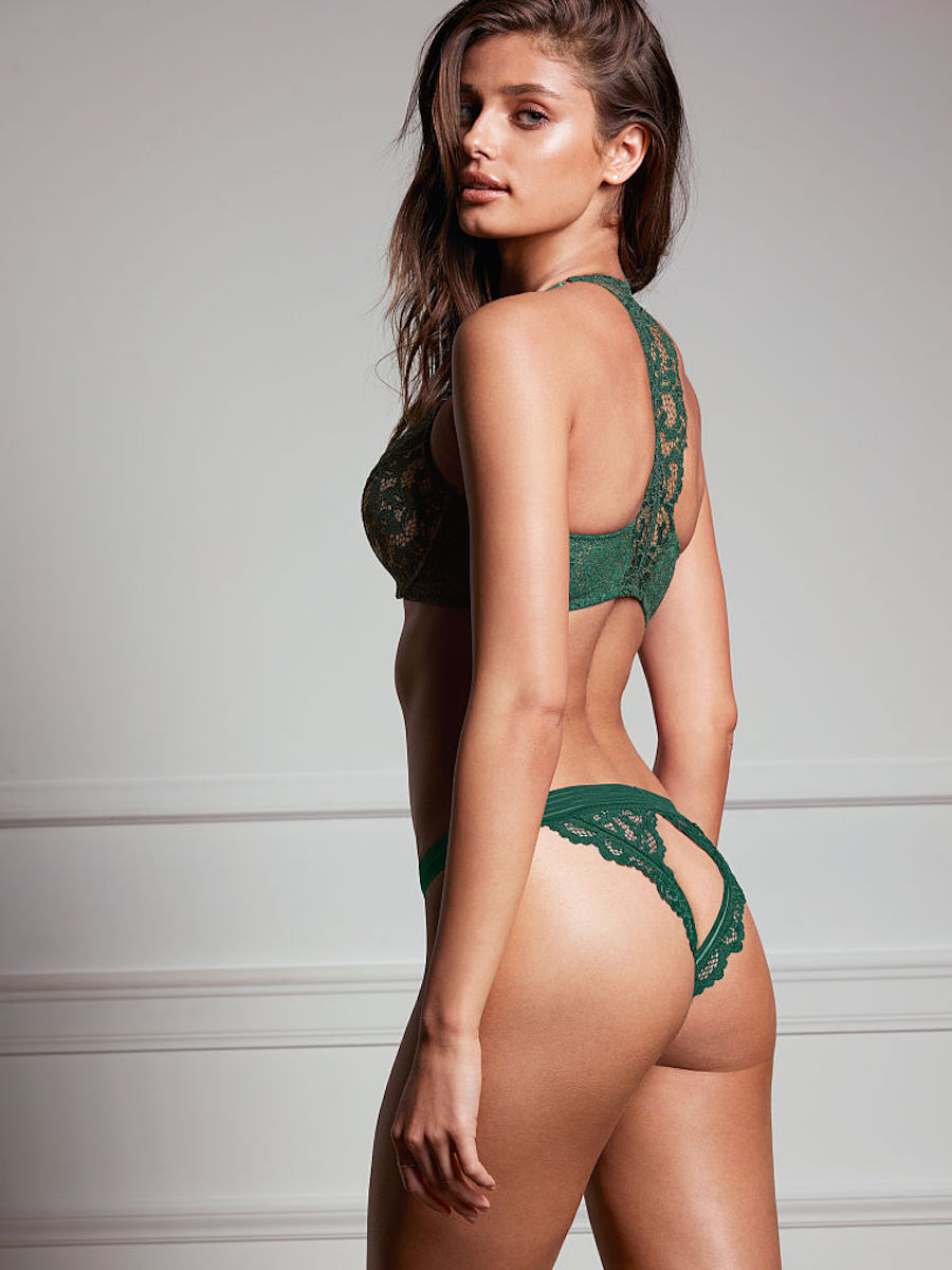 Modelo de Victoria Secret en lencerçia verde