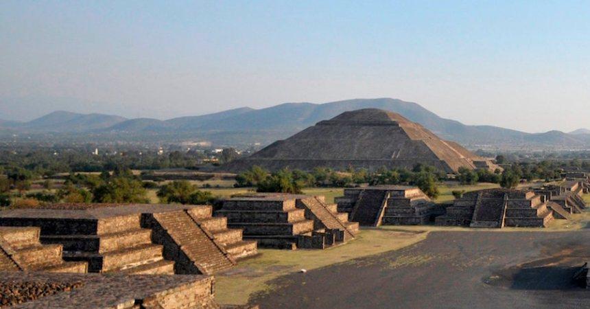 Un hombre alemán de 74 años murió al subir una pirámide en Teotihuacán