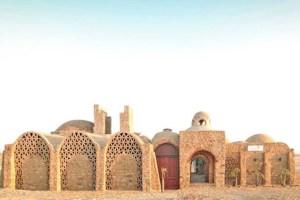 Villa usa paneles solares en Egipto