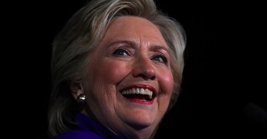 Hillary Clinton libre de culpas
