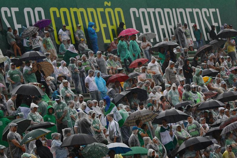 Miles de aficionados se despiden del Chapeconese