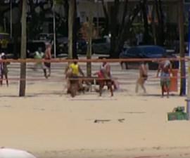 Persecución en una playa de Brasil