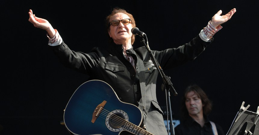 LONDON, ENGLAND - JUNE 25:  Ray Davies performs live on stage during the second day of 'Hard Rock Calling' music festival at Hyde Park on June 25, 2011 in central London, England.  (Photo by Jim Dyson/Getty Images)