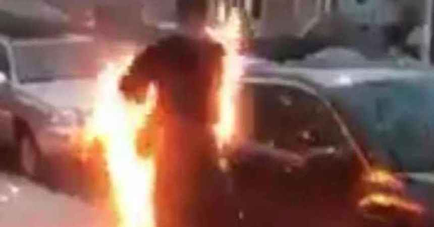 Hombre fumando crack se incendia