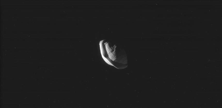 Pan, la Luna de Saturno