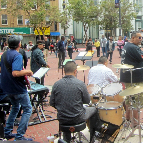 "THE BAND ""BUENO"" PLAYS AT UN PLAZA"