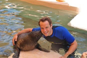 Seal-Swim-at-Miami-Seaquarium_-kiss