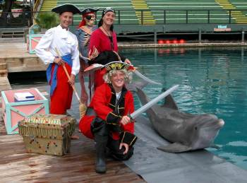 Animal-Trainer-Pirate-Costumes-with-Flipper