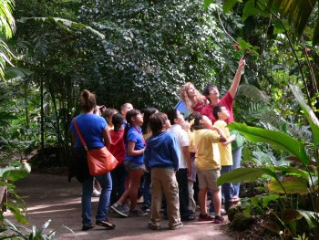 Education-volunteers-at-Fairchild