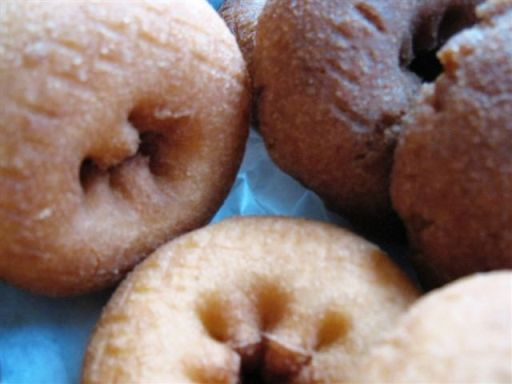 <p>Donuts! Regular Cake and Whole Wheat</p>