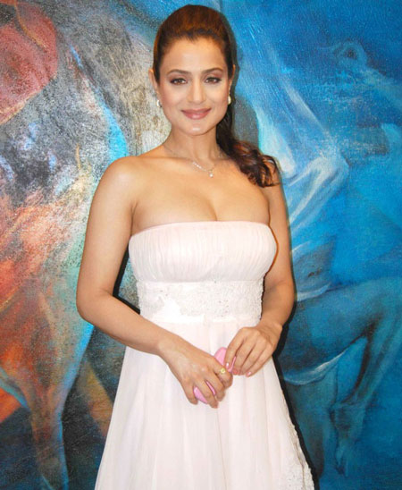 ameesha3 Sexy Ameesha Patel at Nishka Lulla Fashion Preview