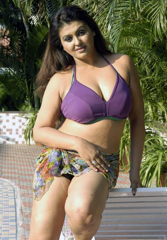glam queen Sona Sokkali bikini photos 15 Sokkali movie love making photo gallery