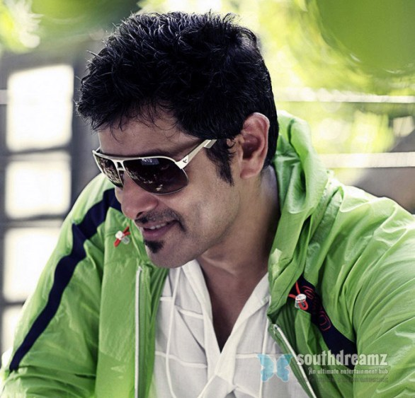 vikram 6 586x563 Vikram join forces with Yuvan Shankar Raja