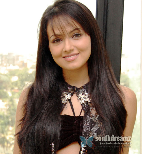 Sana Khan Stills 012 Sana Khans new avatar in Payanam